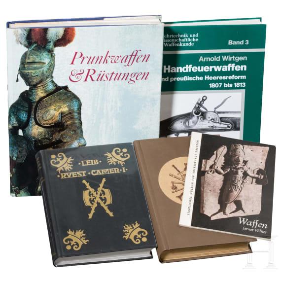 Fünf Waffenbücher