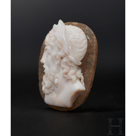 Antikisierender Kameo in feinster Qualität mit idealisierender Zeus-Darstellung, Klassizismus, Zeit um 1800 bis frühes 19. Jhdt.