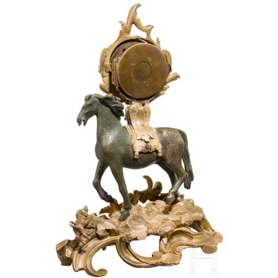 Kleine Tischuhr aus teilvergoldeter Bronze mit Spindeluhrwerk, deutsch, 18. Jhdt.
