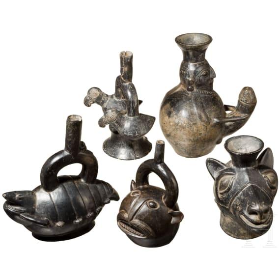 Fünf dunkle Gefäße in Tier- und Menschenform, Chimú, Peru, 1250 - 1470