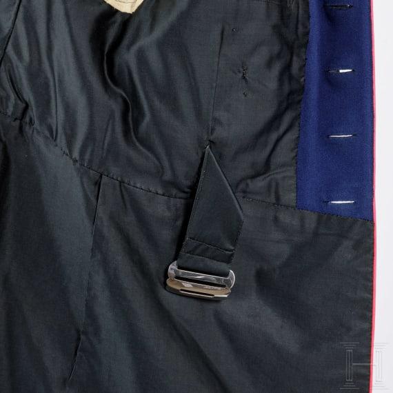Waffenrock und Schirmmütze eines Stabsveterinärs