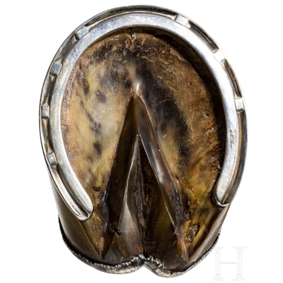 A horse's hoof as an ashtray, dated 1914
