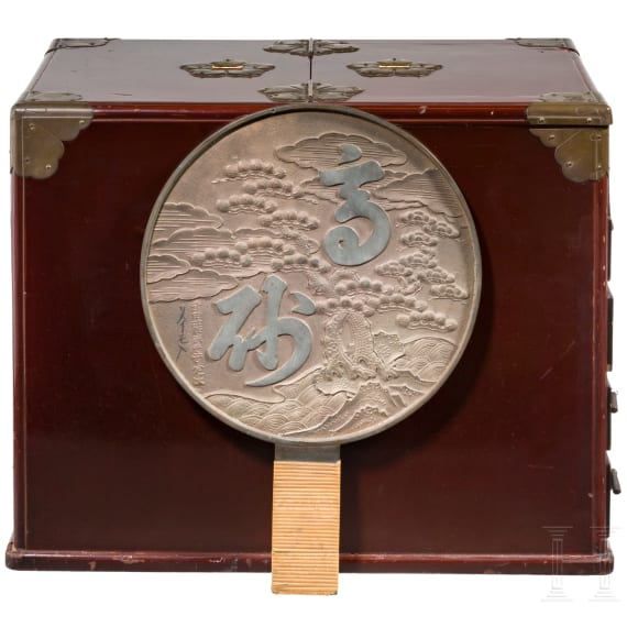 A Japanese toiletry case, late Edo/early Meji period