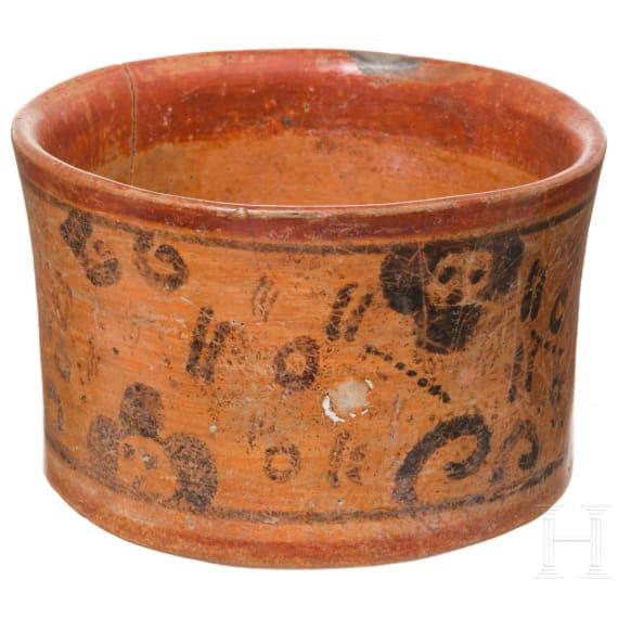 Mit Scheinglyphen dekorierte Schale, Maya, Spätklassik, 600 - 900 n. chr.