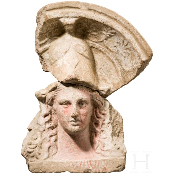 Terrakotta-Antefix mit polychrom gefasstem Haupt der Athena, Unteritalien, 4. – 3. Jhdt. v. Chr.