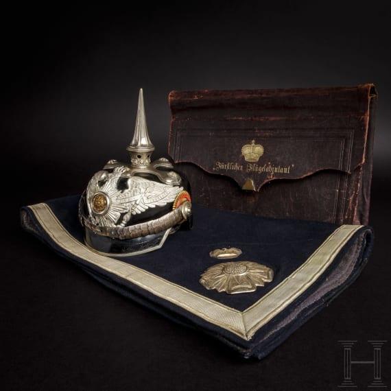 Helm, Schabracke und Depeschentasche des Flügeladjutanten des Fürsten zur Lippe