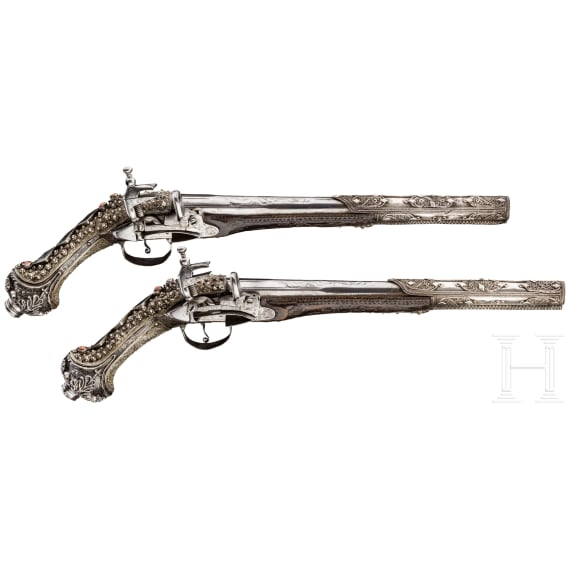 Ein Paar silbermontierte Luxus-Miqueletpistolen mit Korallenbesatz, osmanisch, um 1800