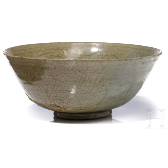 A Chinese Longquan bowl, Song Dynasty, 14th century