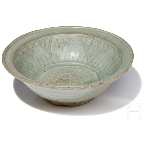 A large Chinese Longquan bowl, Song Dynasty, 14th century
