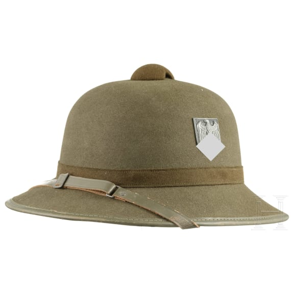 A German pith helmet of the army, circa 1942