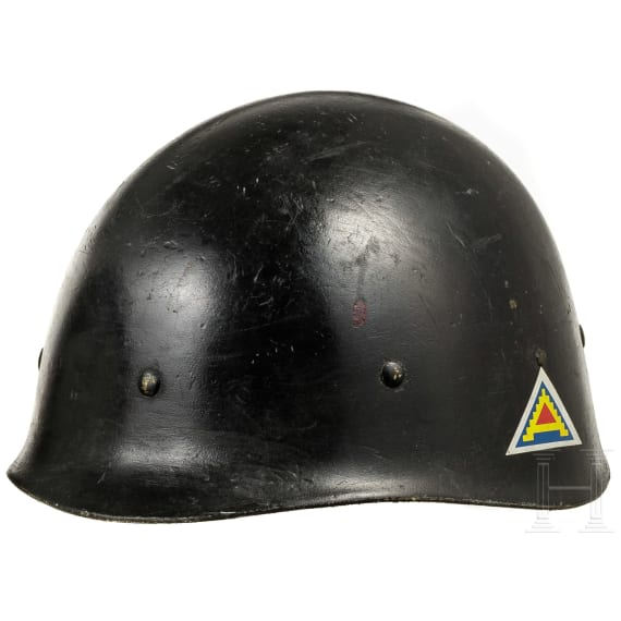 Five US-American plastic inner helmets according to M 1, mainly military police, 1960s - 1980s