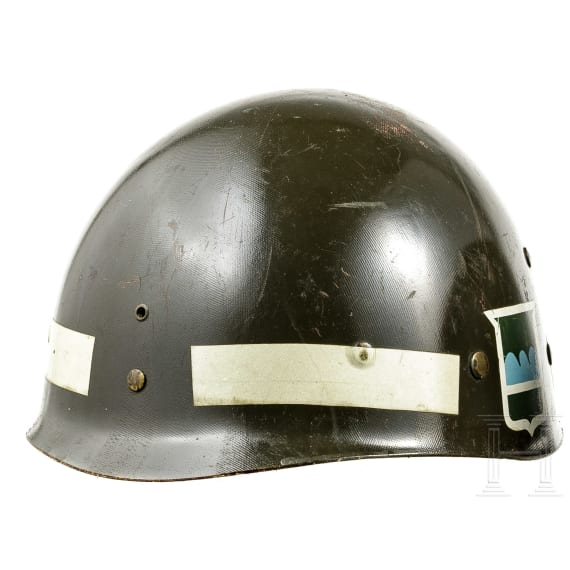 Six plastic US-American and US-allied inner helmets according to M 1, 1950s - 1980s