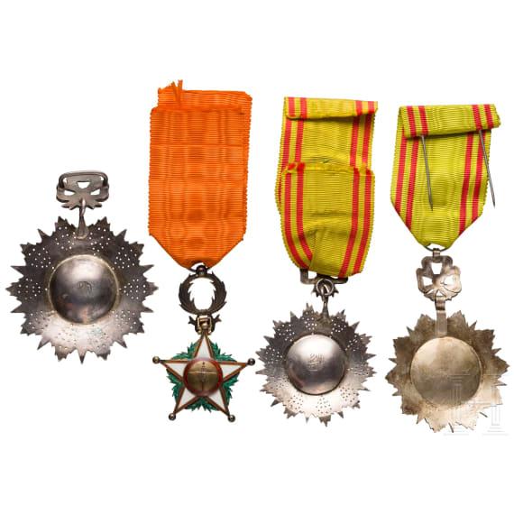 Orden Nicham Iftikhar - Kommandeur- sowie zwei Offiziersdekorationen