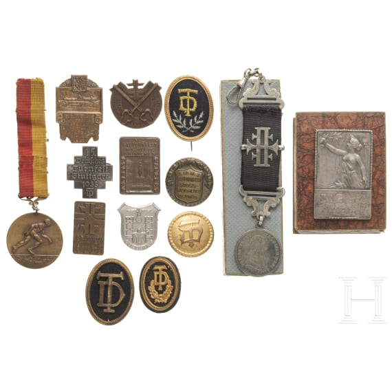 14 Abzeichen Deutscher Turnerbund, mit Turnvater-Jahn-Verleihungsmedaille, Medaille silber TVP Pforzheim sowie Turnfeste in Nürnberg 1934, Stuttgart 1933, Hainichen 1929 u.a.