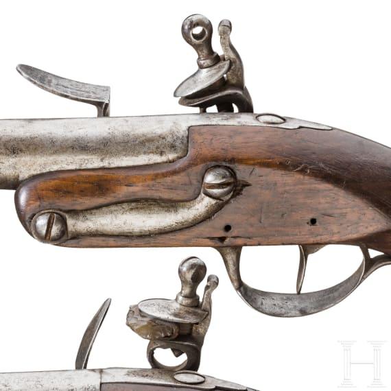 Ein Paar Steinschlosspistolen der Marine (?), ähnlich M 1822